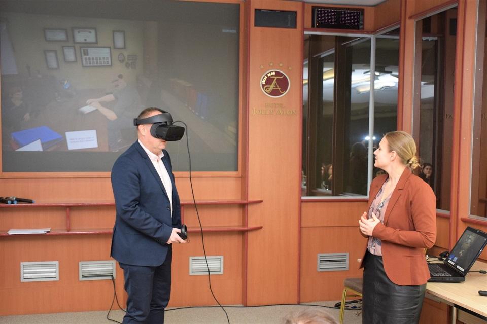Kristine Kvam, directoare tehnică într-o companie norvegiană, despre cum e să conduci o echipă de bărbați și despre rolul realității virtuale în eliminarea violenței împotriva femeilor și fetelor
